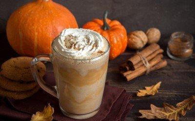 5 sprawdzonych przepisów na aromatyczną kawę zimową